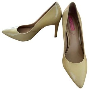 Beige patent leather Isaac Mizrahi stilettos